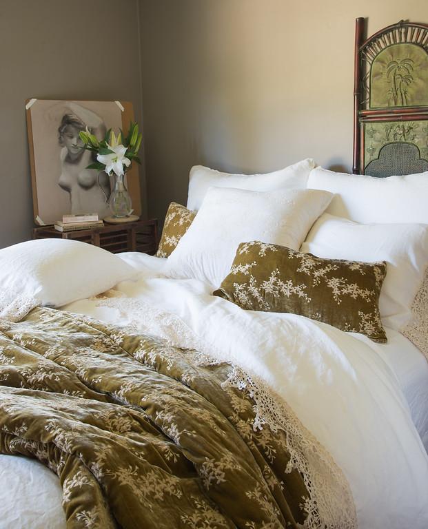 https://www.shadesofsleep.ca/blog/wp-content/uploads/2020/07/BN-Austin-in-winter-white-Frida-in-winter-white-Lynette-in-Honeycomb-1.jpg